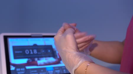 besleyici : Hands of beautician in gloves using antiseptic liquid for disinfecting Stok Video