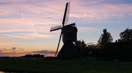 Time lapse of sunset at Kockengen with Mill in the Netherlands Wideo
