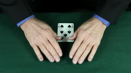 dvojitý : Master Magician performs a difficult double color change card trick.