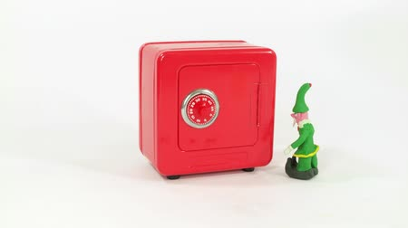 świety mikołaj : Claymation Elf helps Santa open a safe full of gifts.   Wideo