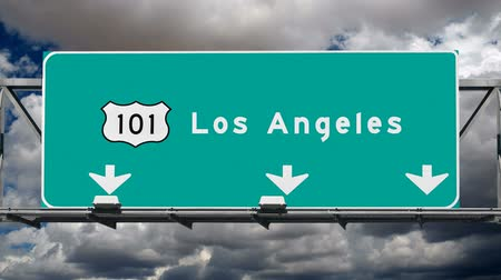 locatie : Los Angeles Hollywood 101 fwy bord met time lapse wolken. Stockvideo