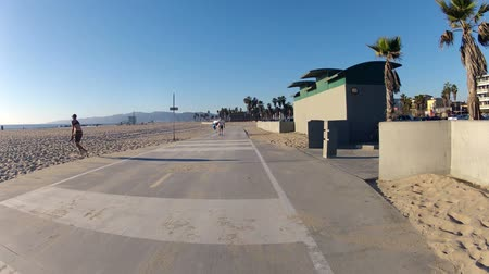 veneza : Time lapse editorial shot of the bike path and boardwalk at Venice Beach California Stock Footage