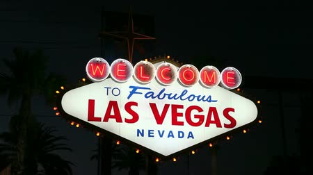jel : Welcome to Fabulous Las Vegas sign at night.