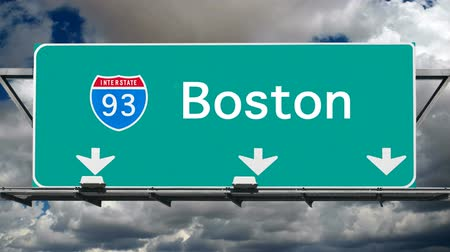fırtına : Boston Interstate 93 overhead freeway sign with time lapse clouds.