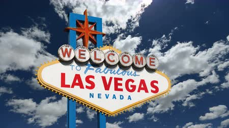 znak : Welcome to fabulous Las Vegas sign with churning clouds time lapse.