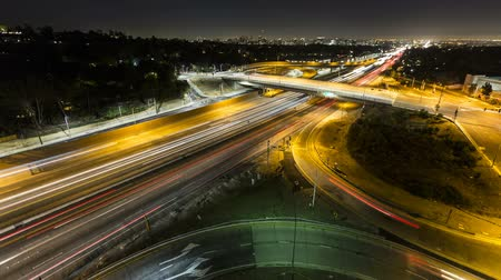 Калифорния : San Diego 405 Freeway night wide angle time lapse in Los Angeles, California.