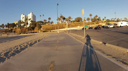atracação : Moving editorial time lapse of the bike path and pier at Santa Monica Beach near Los Angeles California