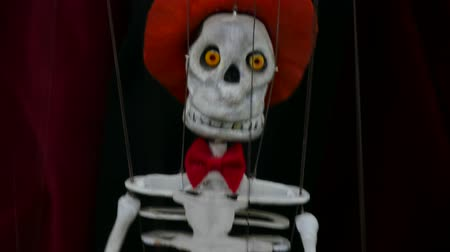 долл : Dancing skeleton marionette puppet close up.