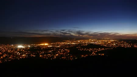 subúrbio : Suburban hilltop time lapse night view of suburban Simi Valley near Los Angeles, California.