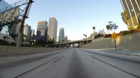 редакционный : Los Angeles, California, USA - April 12, 2015:  Downtown Los Angeles morning freeway driving time lapse.