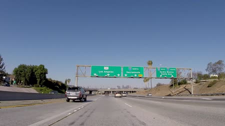 auto estrada : Los Angeles, California, USA - April 12, 2015:  Driving shot of the Los Angeles 101 freeway signs near downtown LA.