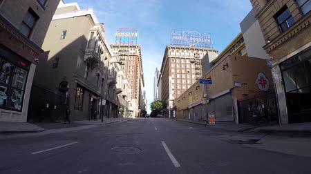 редакционный : Los Angeles California USA  April 26 2015:  Light weekend traffic on historic 5th street in Los Angeless historic core.