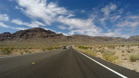 rekreasyon : Driving time lapse on North Shore Drive in Lake Mead National Recreation Area.