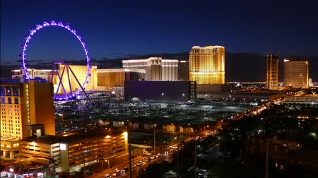 tiras : Las Vegas Nevada USA  June 9 2015:  Resort hotel towers and High Roller Ferris Wheel on the Las Vegas strip. Stock Footage
