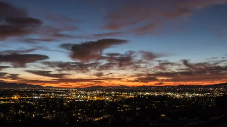 čas : Los Angeles, California winter sky sunrise time lapse in the San Fernando Valley.