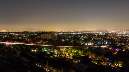 пригородный : Los Angeles twilight time lapse with zoom view of the west San Fernando Valley.