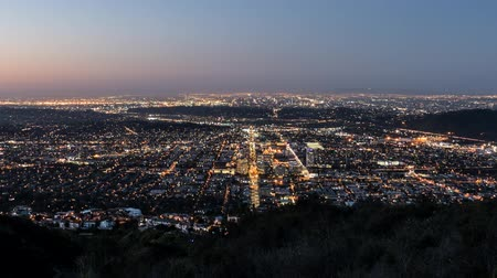 Калифорния : Los Angeles and Glendale Sunrise Time Lapse with Zoom in Southern California Стоковые видеозаписи
