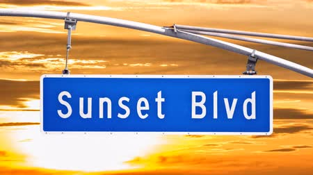 бульвар : Sunset Blvd Sign with Time Lapse Sunset Sky