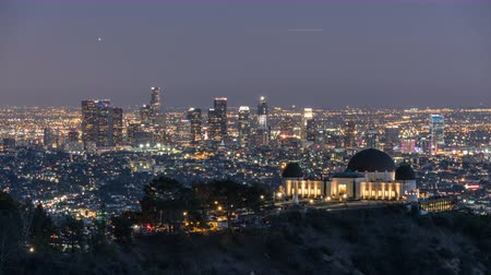 в центре города : Downtown Los Angeles and Griffith Park Dusk to Night Time Lapse