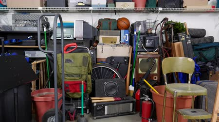 навес : Vintage rummage filled garage dolly out shot.  Object brand names and logos were covered.