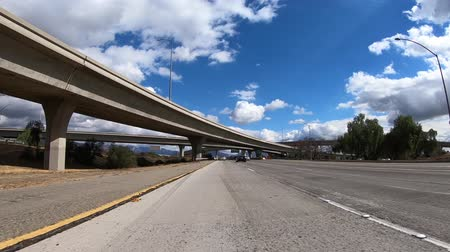 auto estrada : Slow Motion driving view of Interstate 5 freeway bridges on the 118 freeway in the San Fernando Valley area of Los Angeles, California.