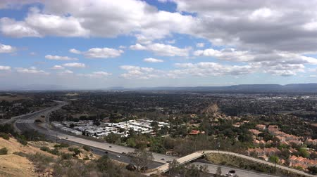 subúrbio : Los Angeles afternoon clouds time lapse view towards Stoney Point in the northwest San Fernando Valley.