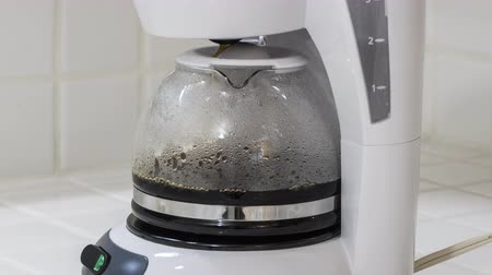 káva : Coffee maker pot brewing close up time lapse.