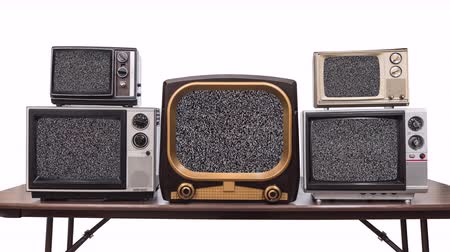 Five vintage televisions on white with dissolve to static and chroma key green screens. Stok Video
