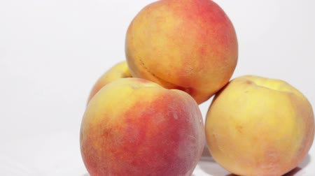 brzoskwinia : Fresh Peaches on White Plate. Wideo