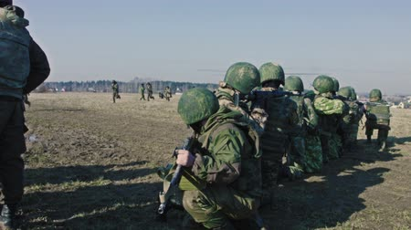soldados : Soldiers in the field during the military operation. Stock Footage