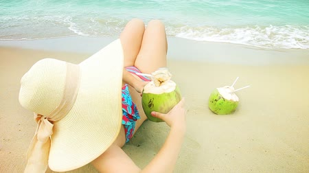 içme : Woman drink coconut on a beach. Stok Video