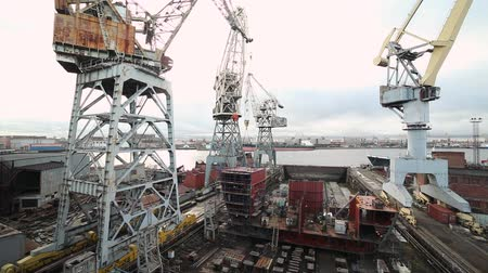 kladkostroj : Tower cranes at the construction site time lapse