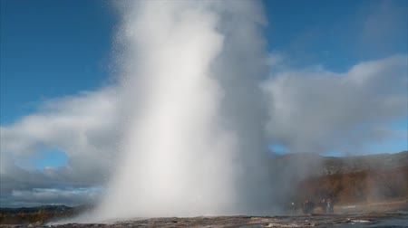 geyser iceland : Giant geyser erupts in slow motion