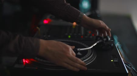 винил : DJs hand playing music at turntable on a party Стоковые видеозаписи