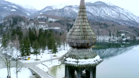 slovinsko : Bell of the Church of St. John, Bohinj Lake in winter