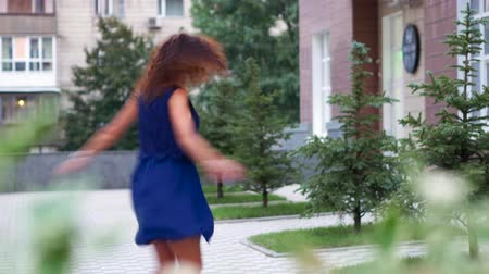 só : Young woman having fun while dancing outdoors Stock Footage