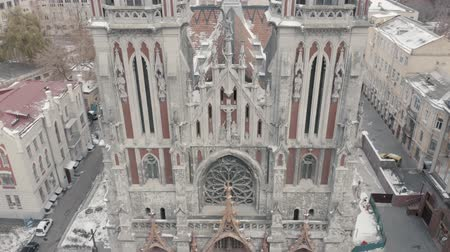 святой : Aerial pan shot of Gothic church. Roman Catholic Church of Saint Nicholas. Стоковые видеозаписи