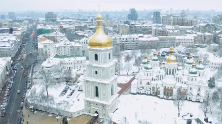 святой : Saint Sophia Cathedral in Kiev. Famous place in Kiev, Saint Sophia square. Winter landscape