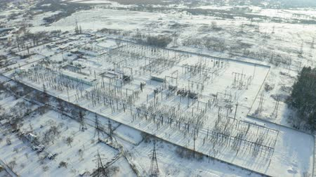 iletmek : Overall plan of electric power station in winter. Aerial view Stok Video