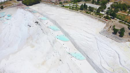 kalcium : Aerial footage of Pamukkale travertines or Cotton Castle in Denzili, Turkey. Terraces of white limestone 4k