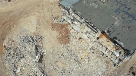 buldozer : Top view of dismantling the old house. Drone shots after the earthquake. Aerial footage 4k