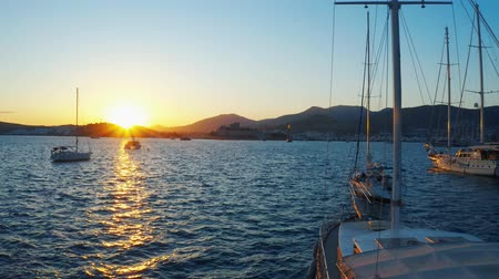 Flying past yachts moored in the bay during sunset. Resort city of Bodrum, Turkey 4k Vídeos