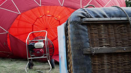 enflasyon : The balloon is inflated using an industrial fan. Balloon basket on a foreground 4k