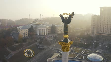 freedom tower : Maidan Nezalezhnosti square at foggy weather. Independence monument Berehynia in Kiev 4k