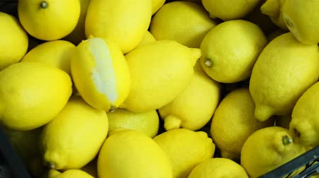 citron : Harvest lemon on sale. Lots of fresh lemons. Lemons top view 4k