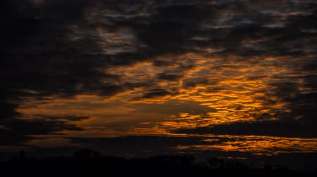 průchod : Timelapse of the sunset – beautiful red-yellow sky