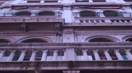 vytesaný : Beautiful architecture of a building in Venice