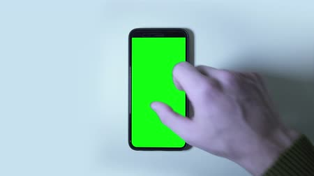 replaceable : Gestures on the green screen of the smartphone