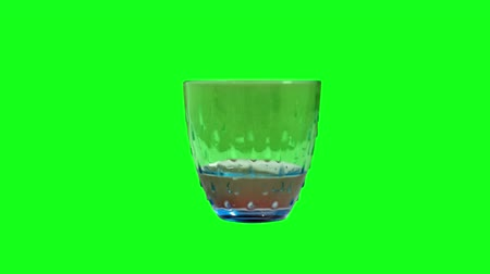 replace : Glass fills with water on the green screen
