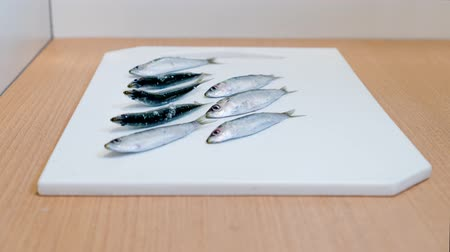 サバ : Raw sardines on the kitchen cutting board